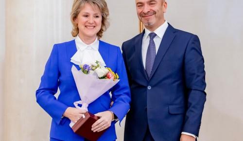 Директор школы № 625 награждена знаком отличия «За безупречную службу городу Москве»