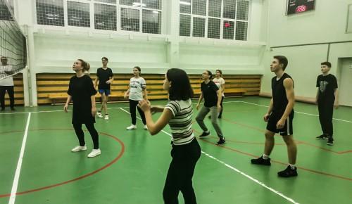 В школе №536 состоялся матч по волейболу между учениками и учителями