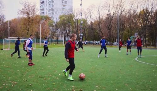 Ученики школы №554 сыграли в футбол с воспитанниками «Ратмира»